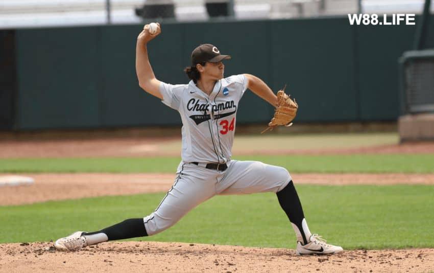 cầu thủ ném bóng pitcher trong bóng chày
